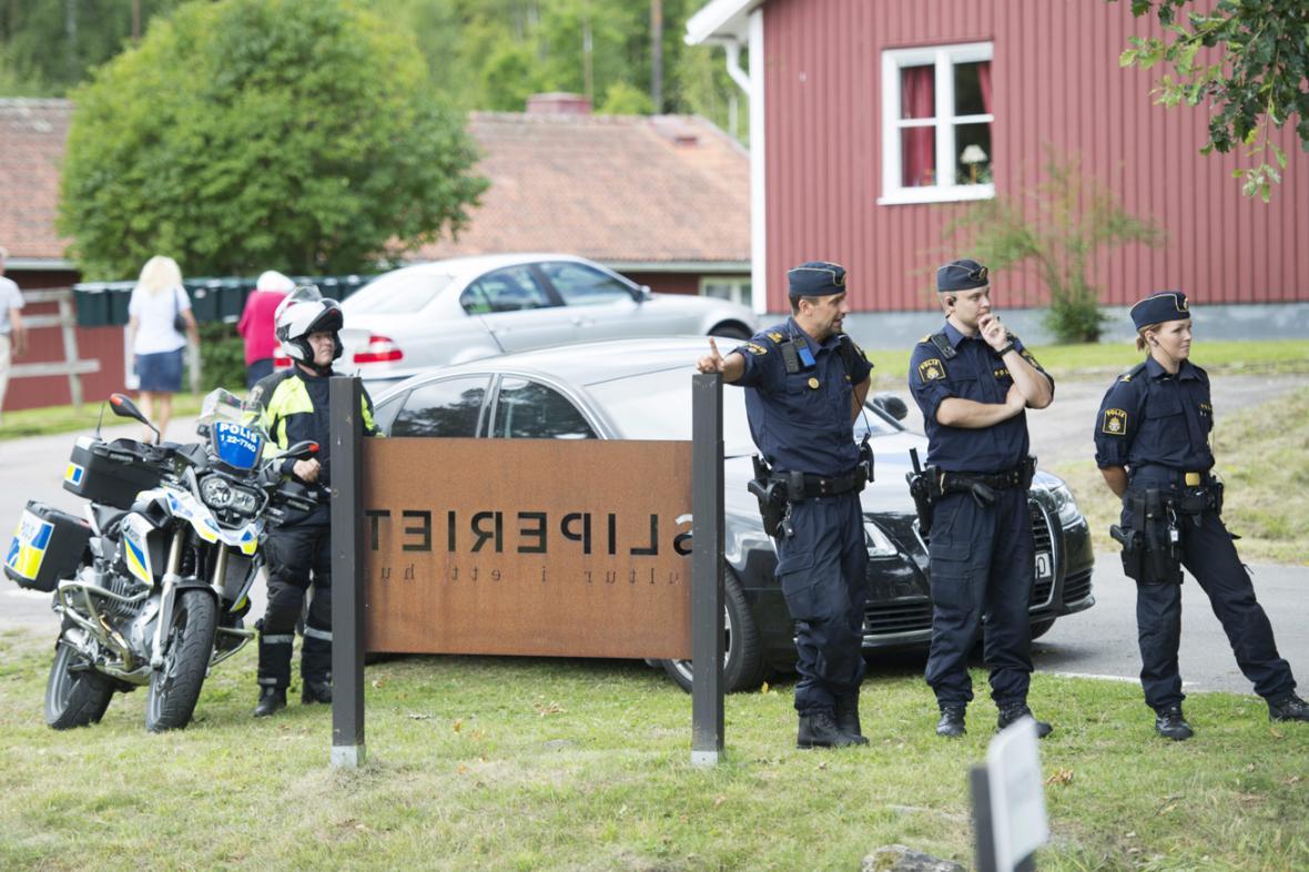 Švédská policie během návštěvy královského páru ve městě Forshaga