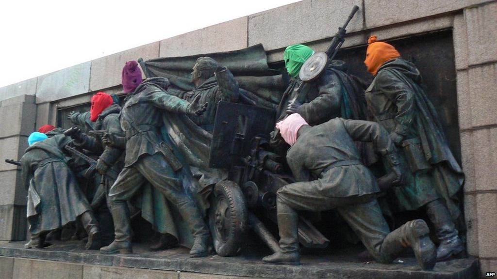 Přetvoření památníku na podporu Pussy Riot