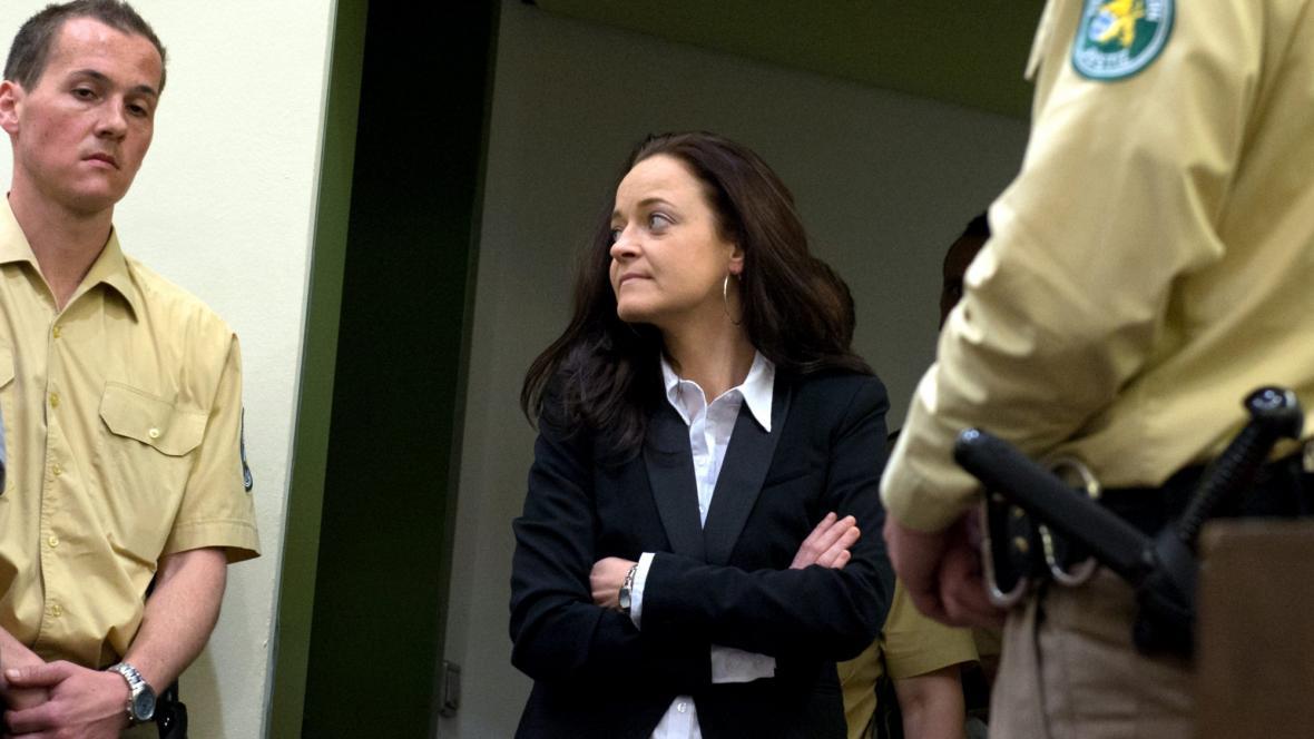 Beate Zschäpeová přichází do soudní síně