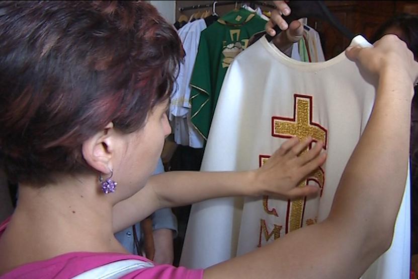 Nevidomí poutníci dostali unikátní příležitost osahat si velehradské artefakty