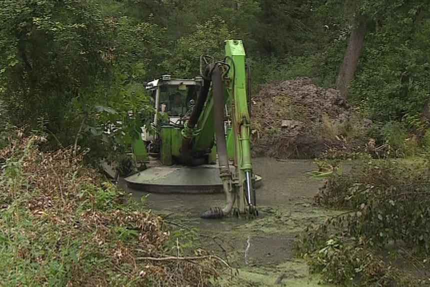 Sací bagr vyčistí dva rybníky do konce roku