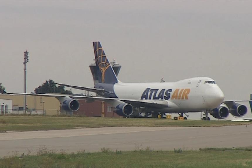 Motorky přivezly obří Boeingy 747