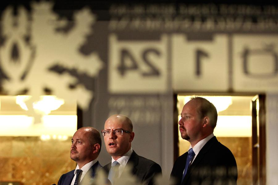 Rusnok důvěru nedostal, ČSSD chce předčasné volby