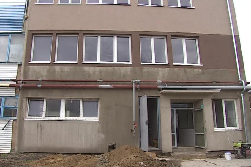 Firma se pustila do rekonstrukce zničených budov