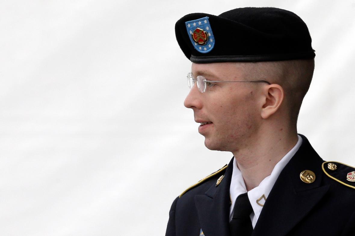 Bradley Manning opouští soudní místnost