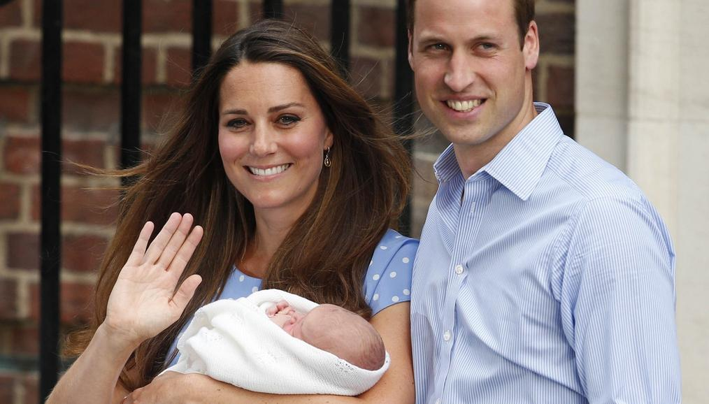 Kate a William poprvé ukazují syna veřejnosti