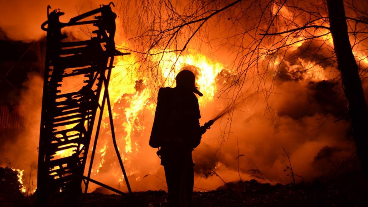 Likvidace požáru odpadu v Arnolticích