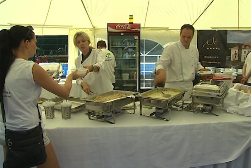 Pětice šéfkuchařů připravila pro návštěvníky degustační menu