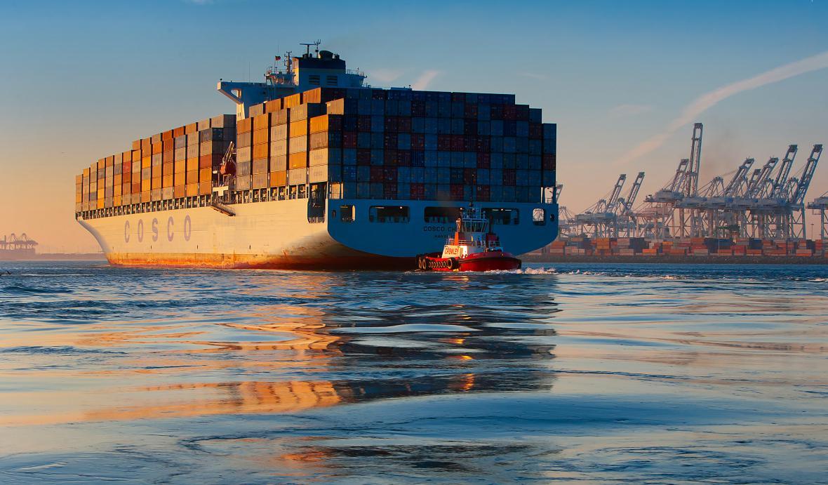 Loď společnosti COSCO