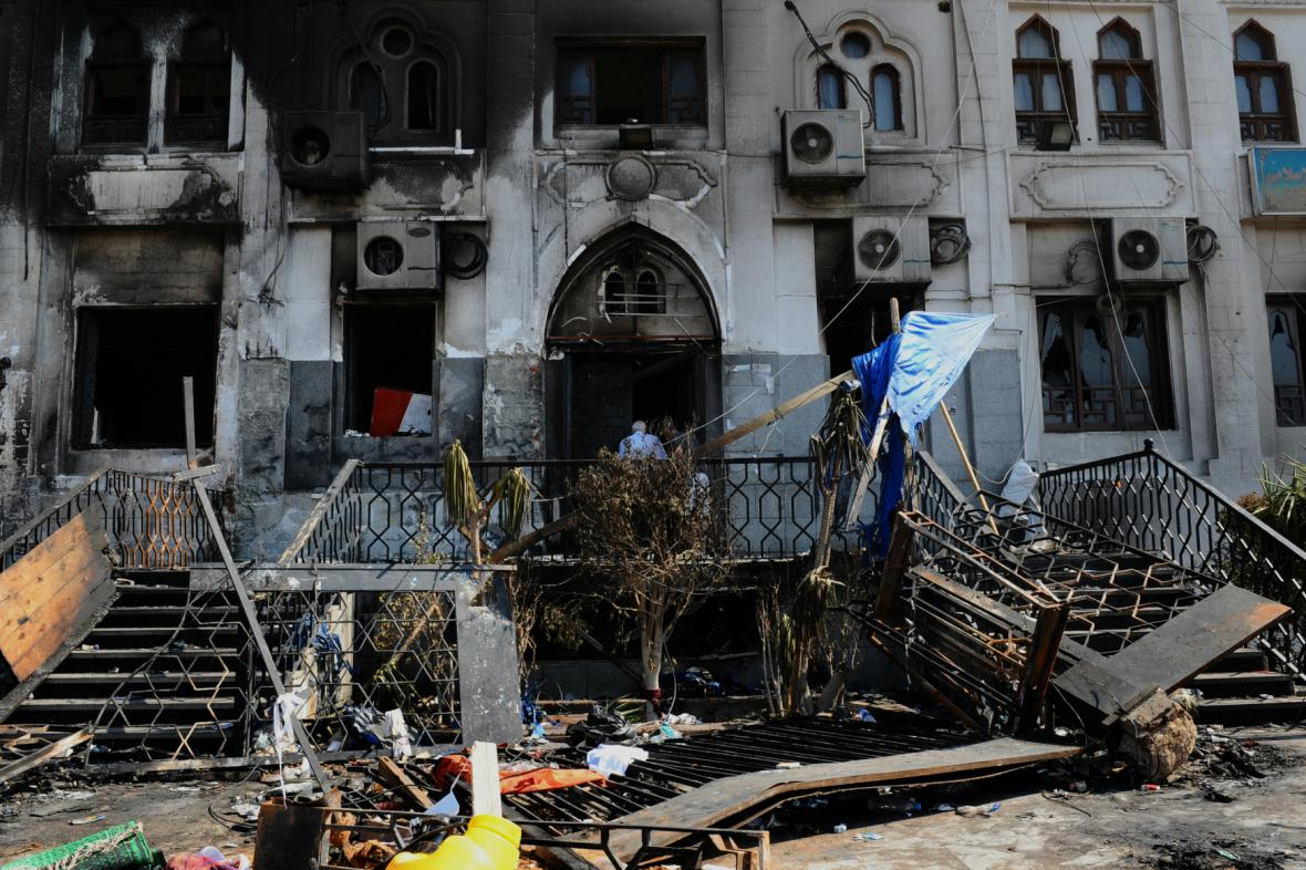 Poničená mešita Rábaa al-Adavíja