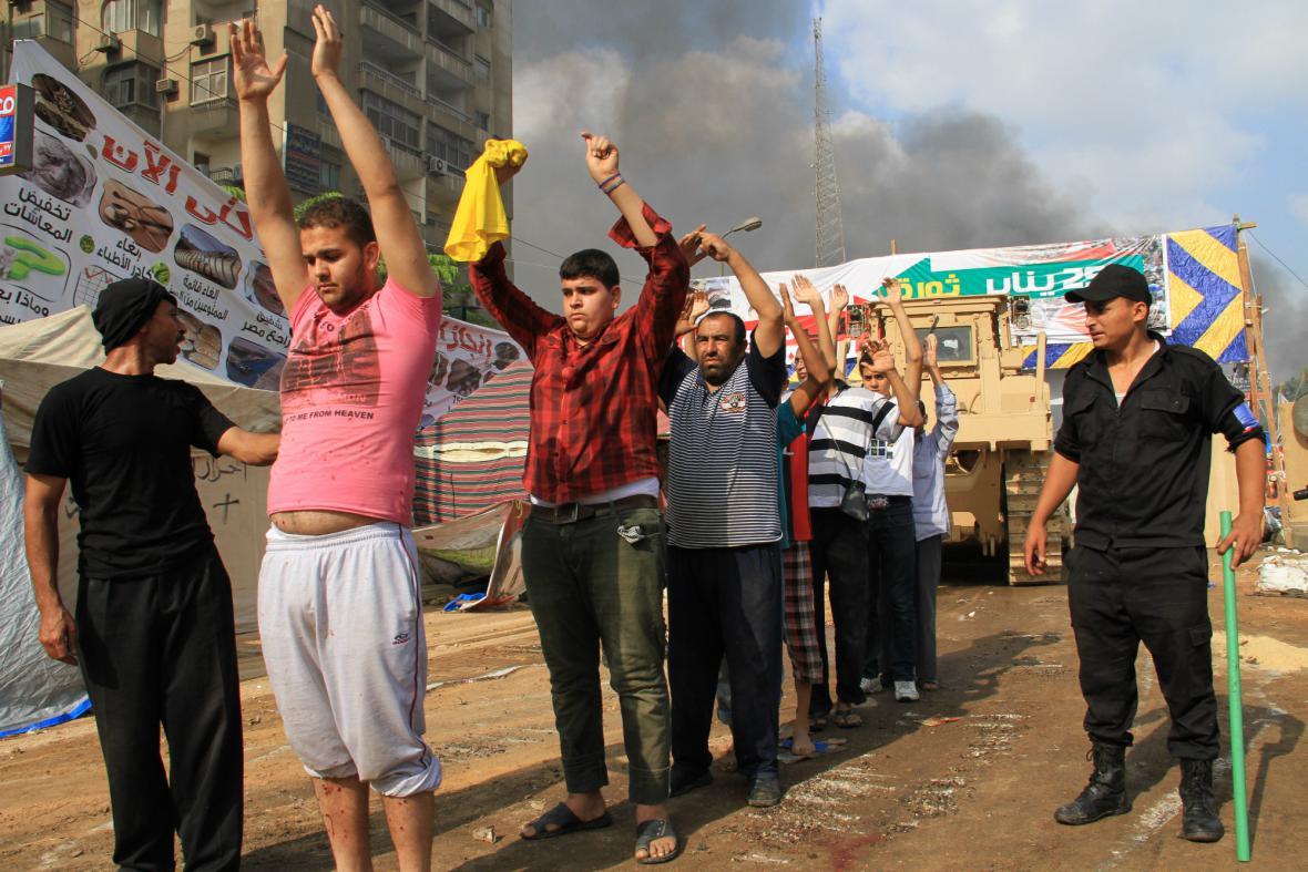 Zatčení přívrženci prezidenta Mursího