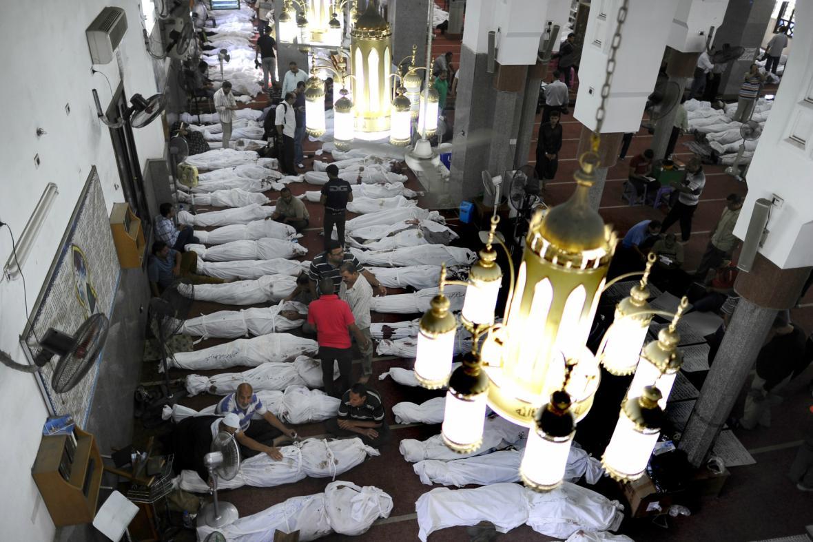 V mešitě Al-Imán je až 300 obětí středečního zásahu
