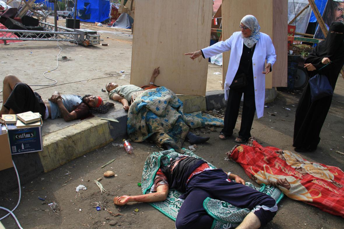 Krvavý zásah proti táborům Mursího stoupenců