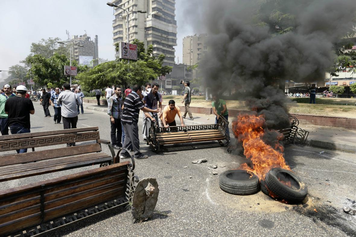 Boje v ulicích Káhiry