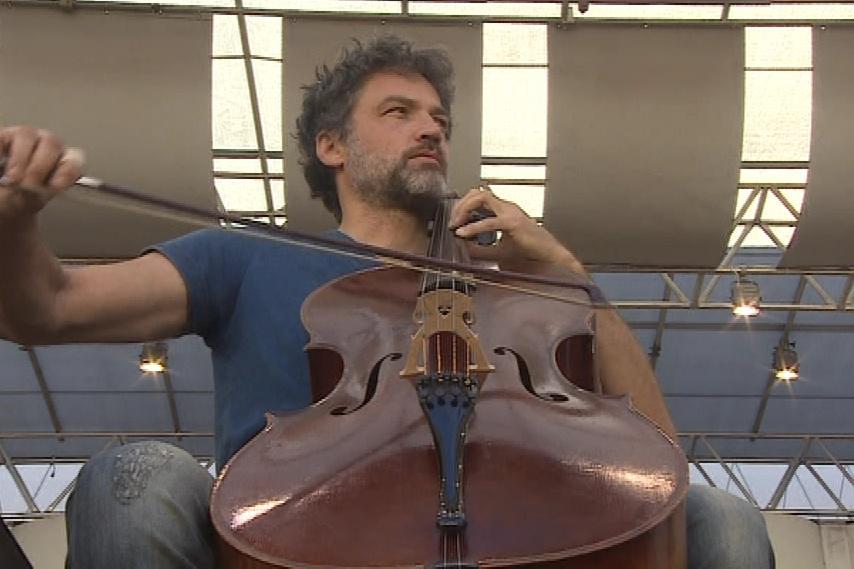 Dvořákův violoncellový koncert h moll zahraje Jiří Bárta