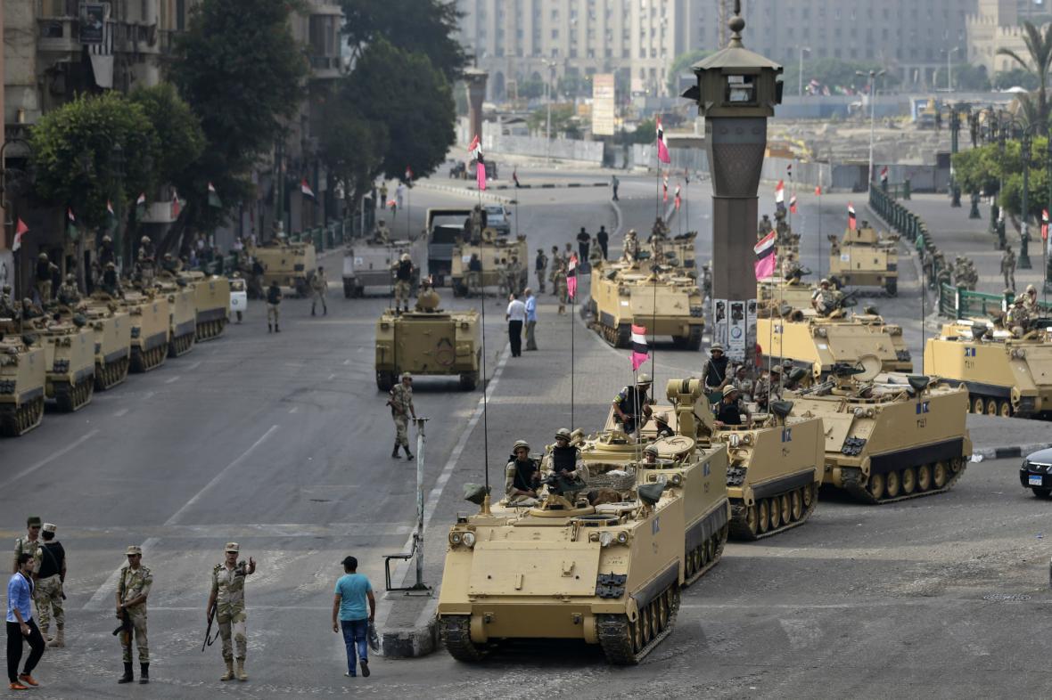 Armáda střeží v Káhiře klíčová místa před očekávanými protesty