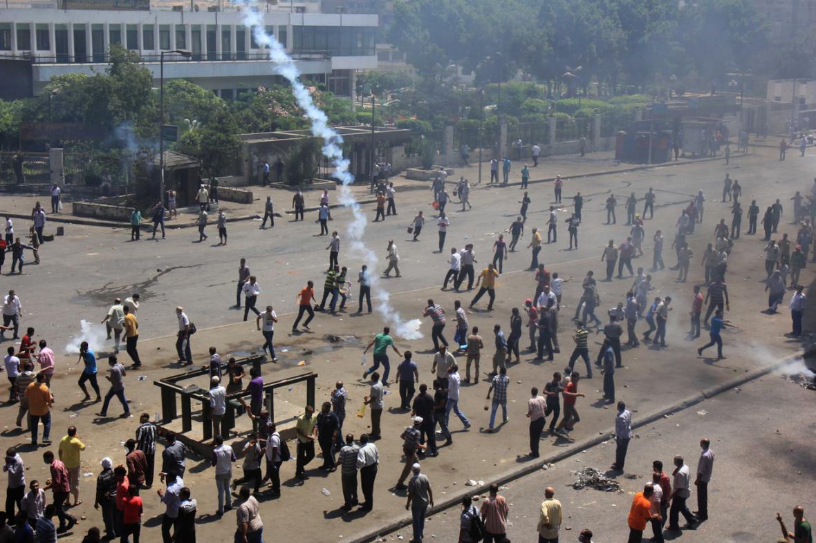 Egyptská policie vyklidila tábory Mursího stoupenců