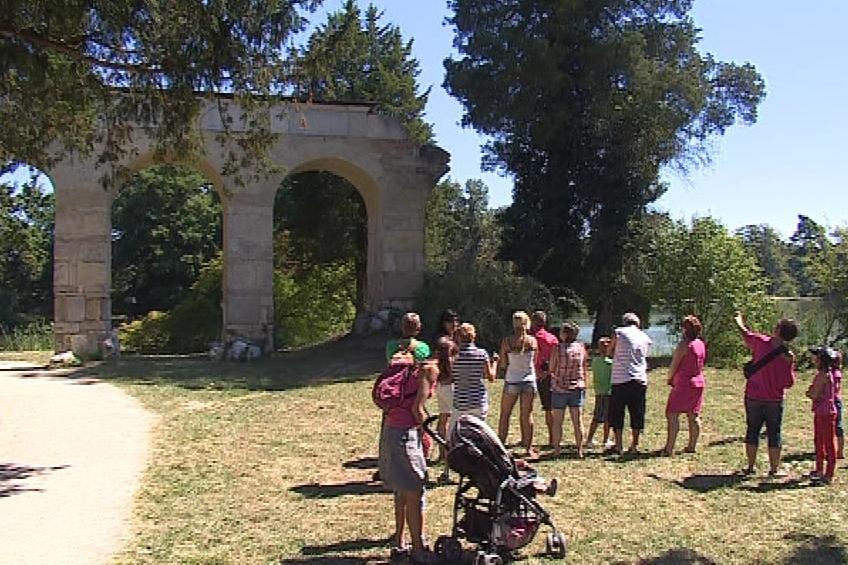 Obnovený vodopád obdivují návštěvníci parku