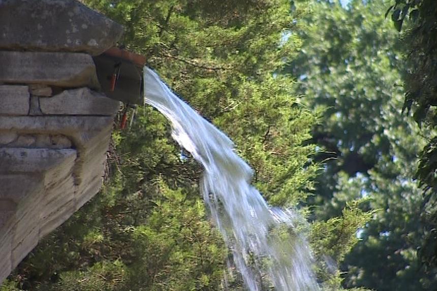Voda z akvaduktu tryská po téměř sto letech