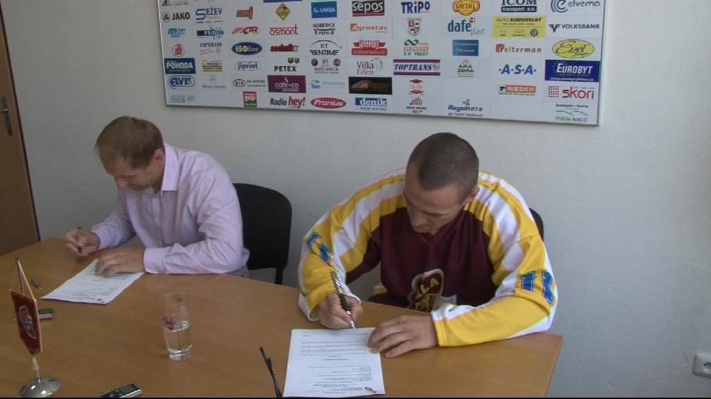 Viktor Ujčík podepsal roční smlouvu s Jihlavou