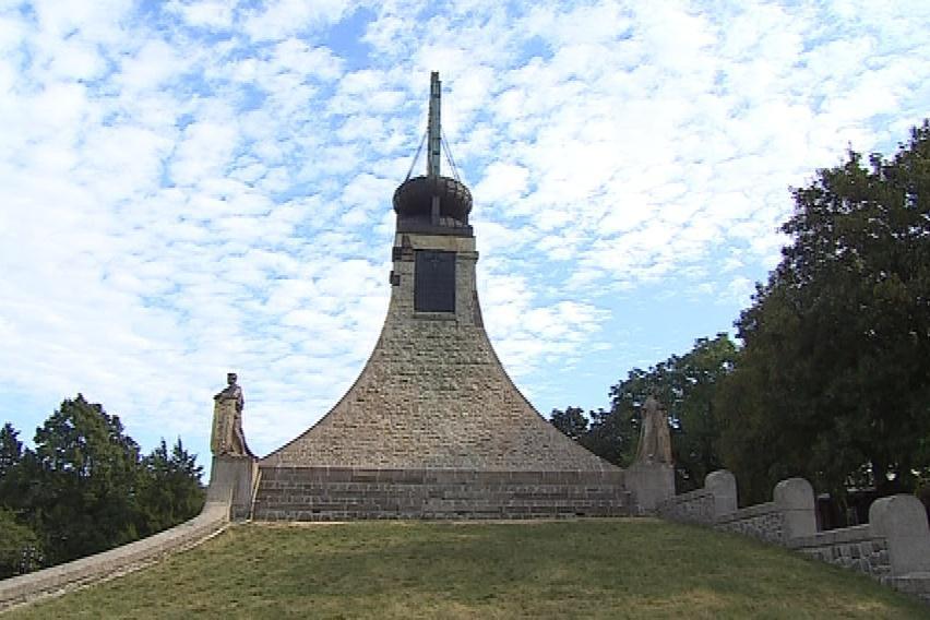 Jedny napoleonské dny se odehrají u Mohyly míru, druhé u zámku