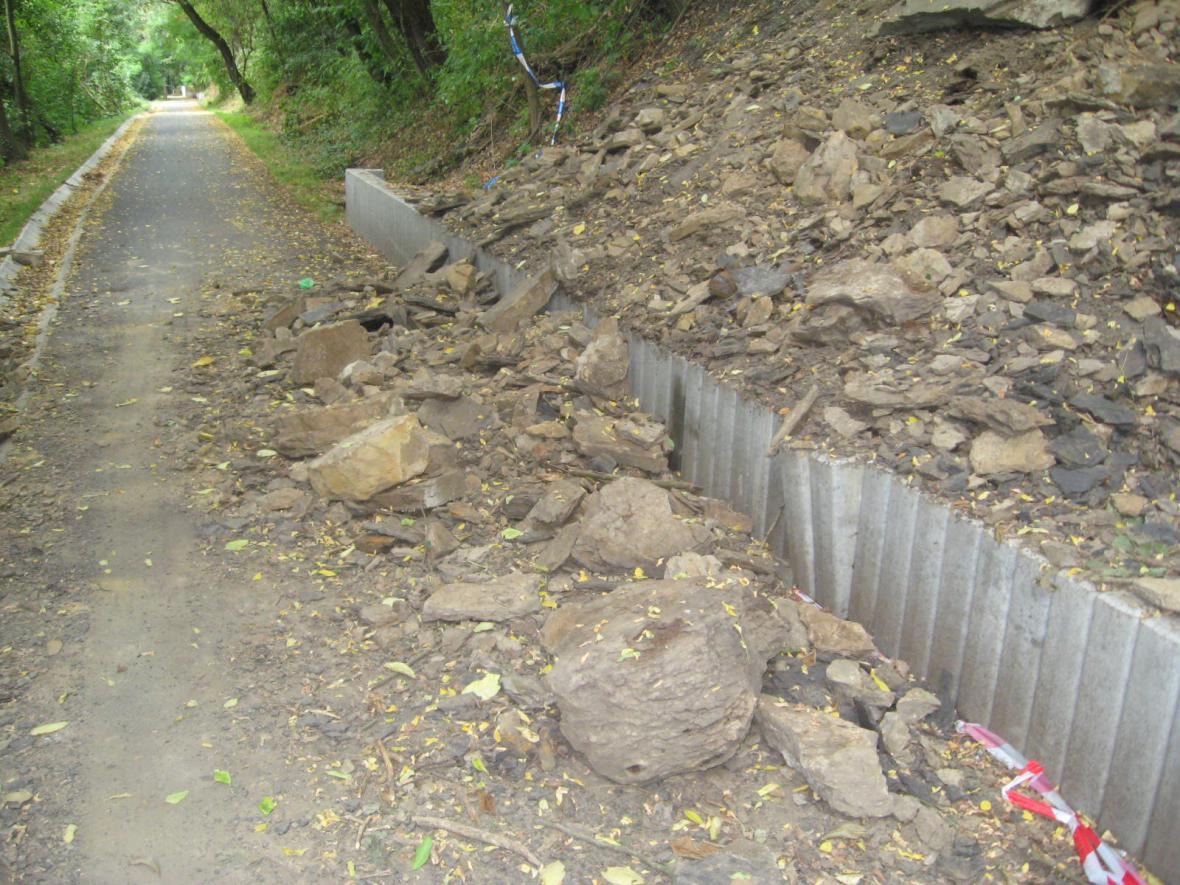 Cyklostezka uzavřená kvůli sesuvu půdy