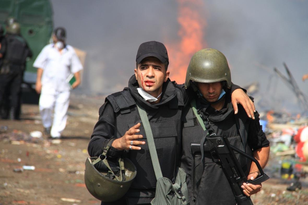 Zásah proti táborům Mursího stoupenců