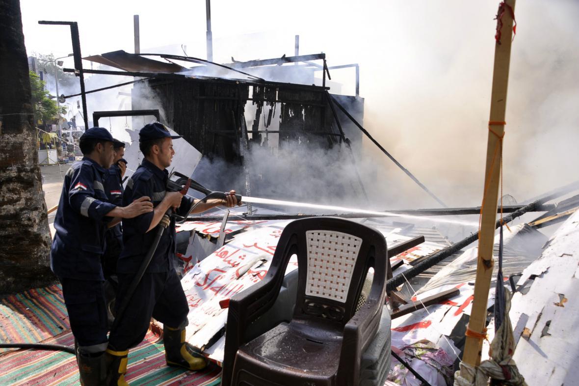 Policie likviduje tábor na káhirském náměstí Nahda