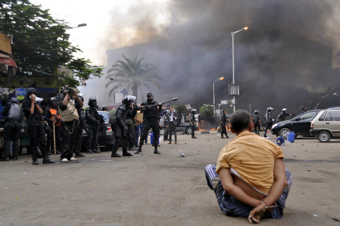 Egyptská policie rozhání tábory Mursího příznivvců