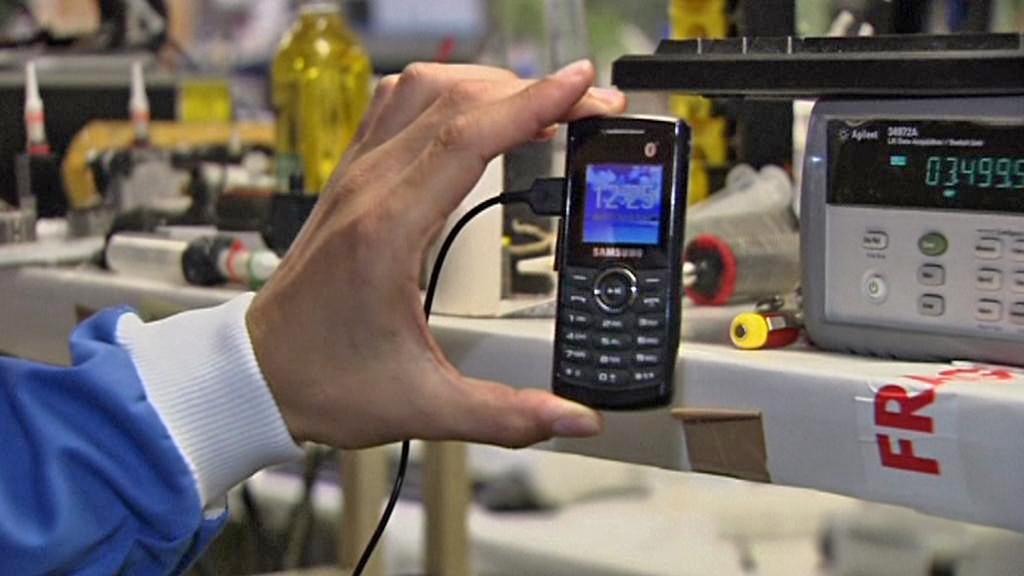 Napájení mobilu energií z moči