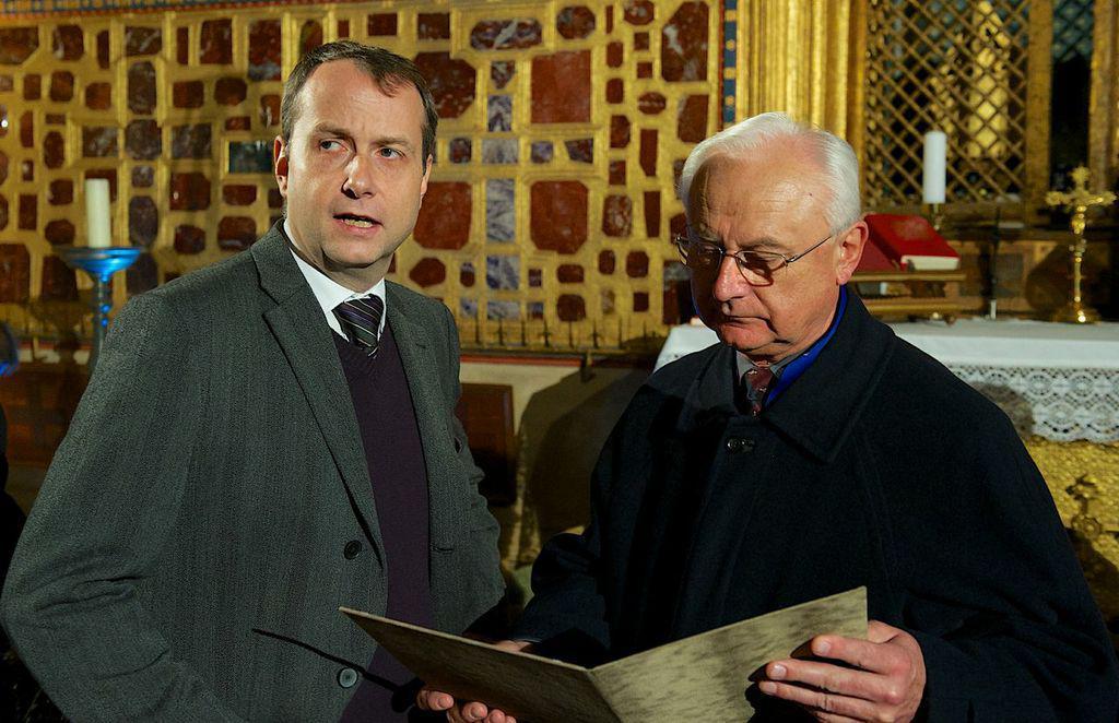 Patrick Diviš (vlevo) s dramaturgem Jiřím Florianem, Bohoslužba za Karla IV. na Karlštějně