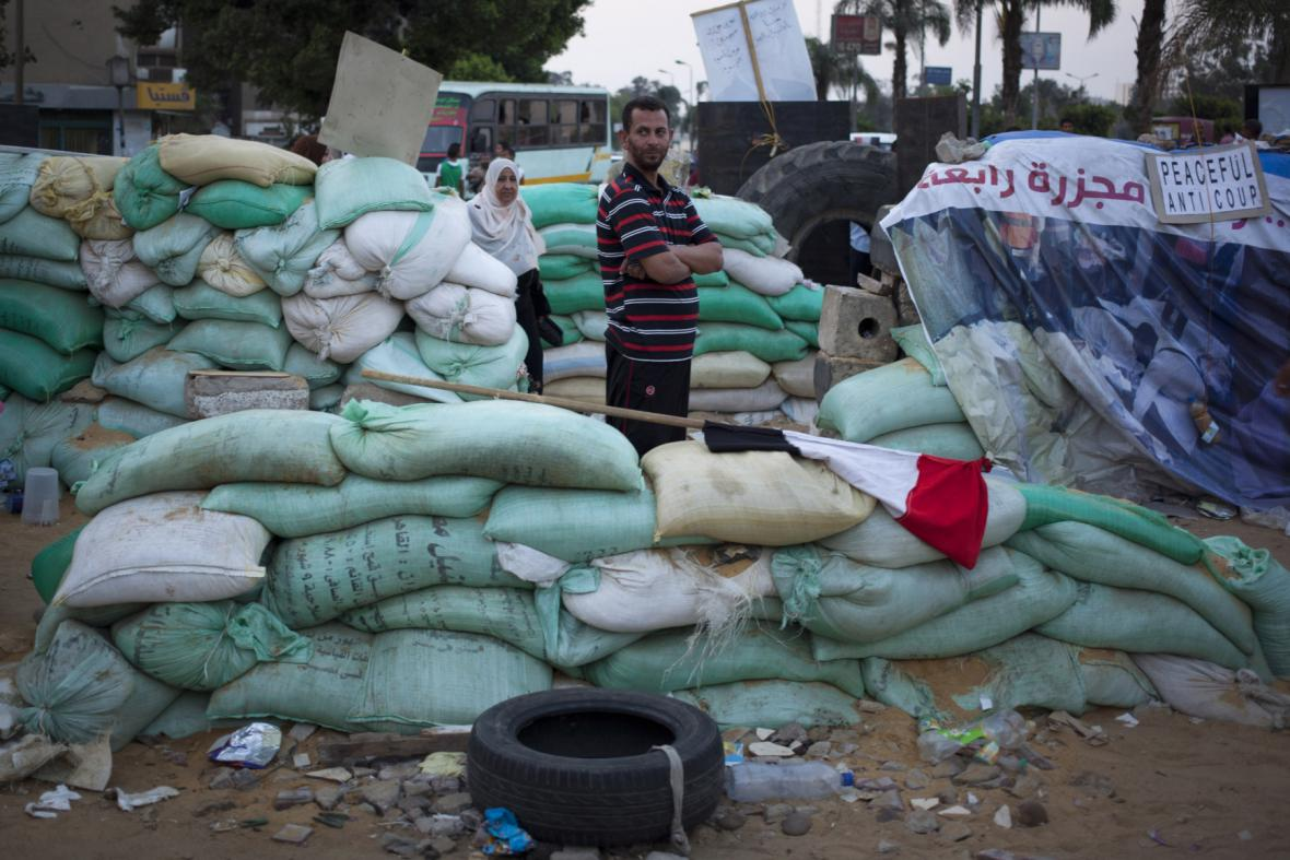 Zastánci exprezidenta Mursího staví barikády