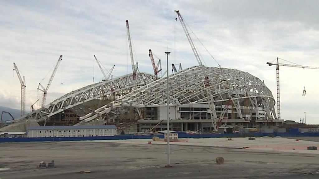 Stavba stadionu pro zahajovací a závěrečné ceremoniály