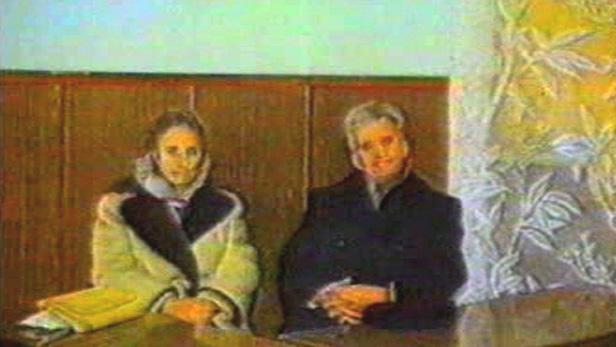 Nicolae Ceaušescu s manželkou před polním soudem