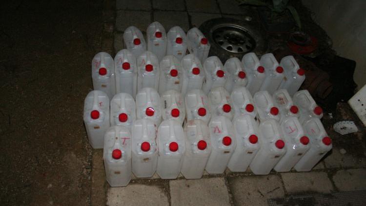 Distributor měl doma 140 barelů s alkoholem