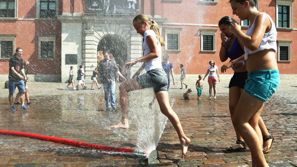 Horko v ulicích Varšavy