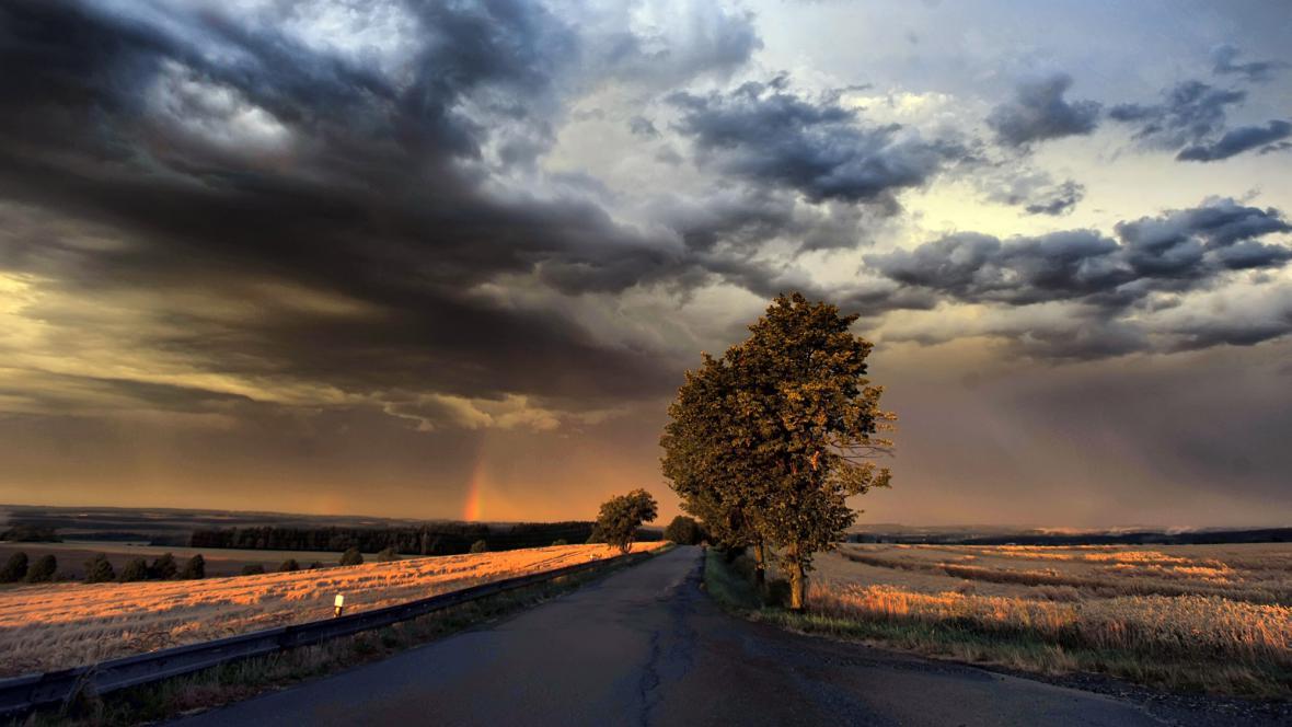 Obloha po nedělní bouřce (okolí Puklic u Jihlavy)