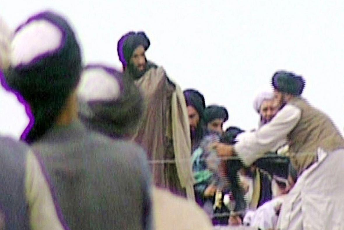 Muhammad Umar (nejvýše uprostřed)