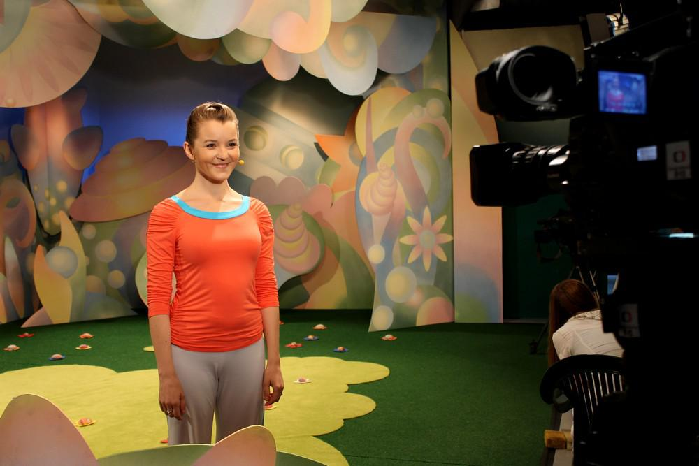 Cvičitelka Kristýna Nečasová při natáčení Jogínků