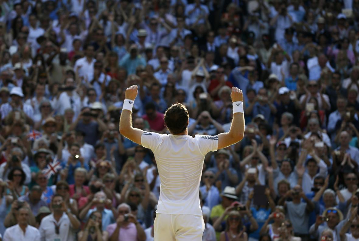 Andy Murray těsně po vítězství na Wimbledonu