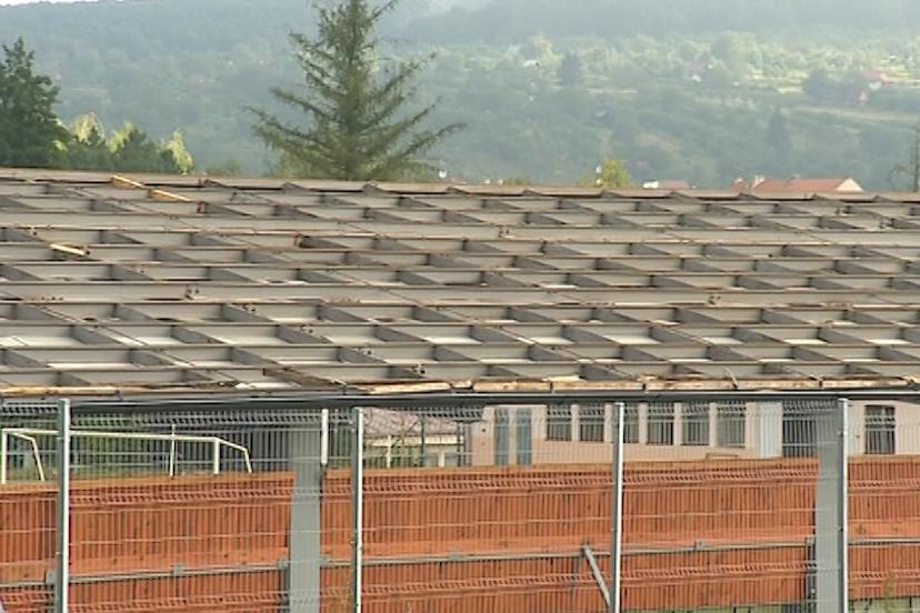 Sportoviště zůstalo bez střechy