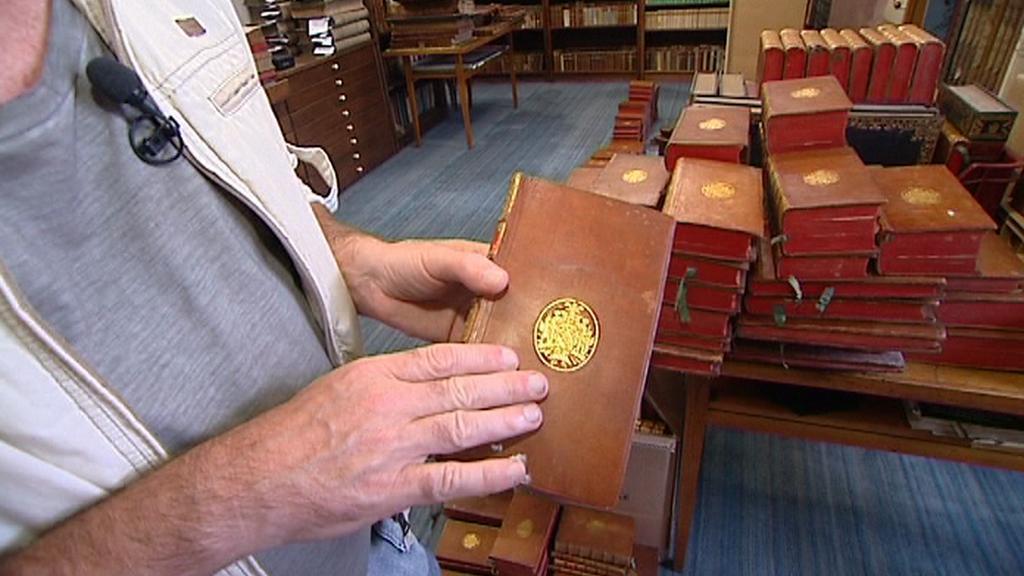 Laudon si nechával knihy vázat podle stejného modelu