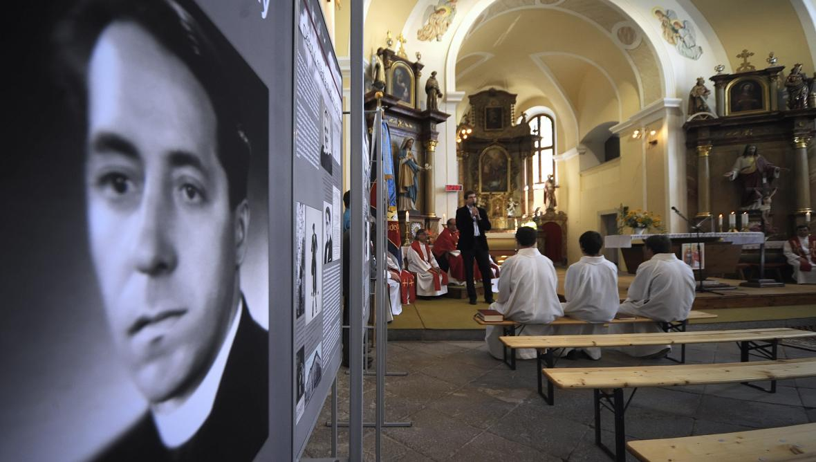 V Babicích odhalili bustu popraveného kněze Václava Drboly