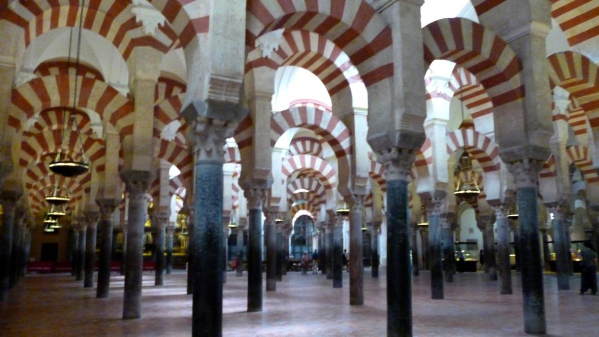 Les maurských sloupů v mešitokatedrále v Córdobě