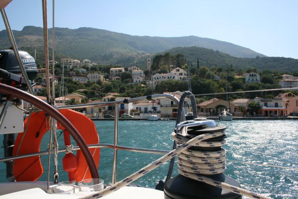 Práce s lany je v přístavu a při plachtění nutnost