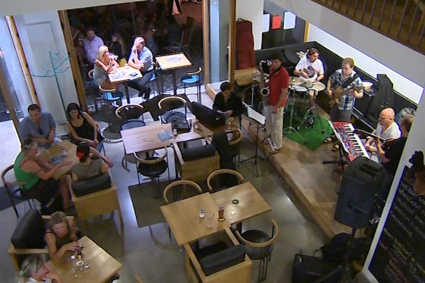 Kavárny zaplnil jazz