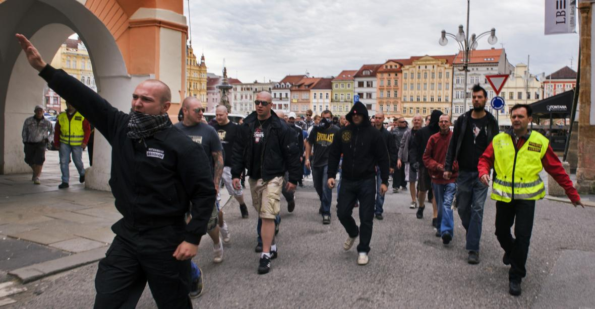 Několik stovek lidí se po shromáždění na českobudějovickém náměstí vydalo na sídliště Máj