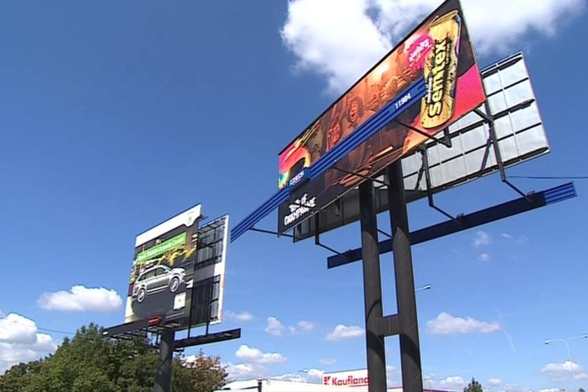 Přístup k billboardům u silnic změnil nový zákon