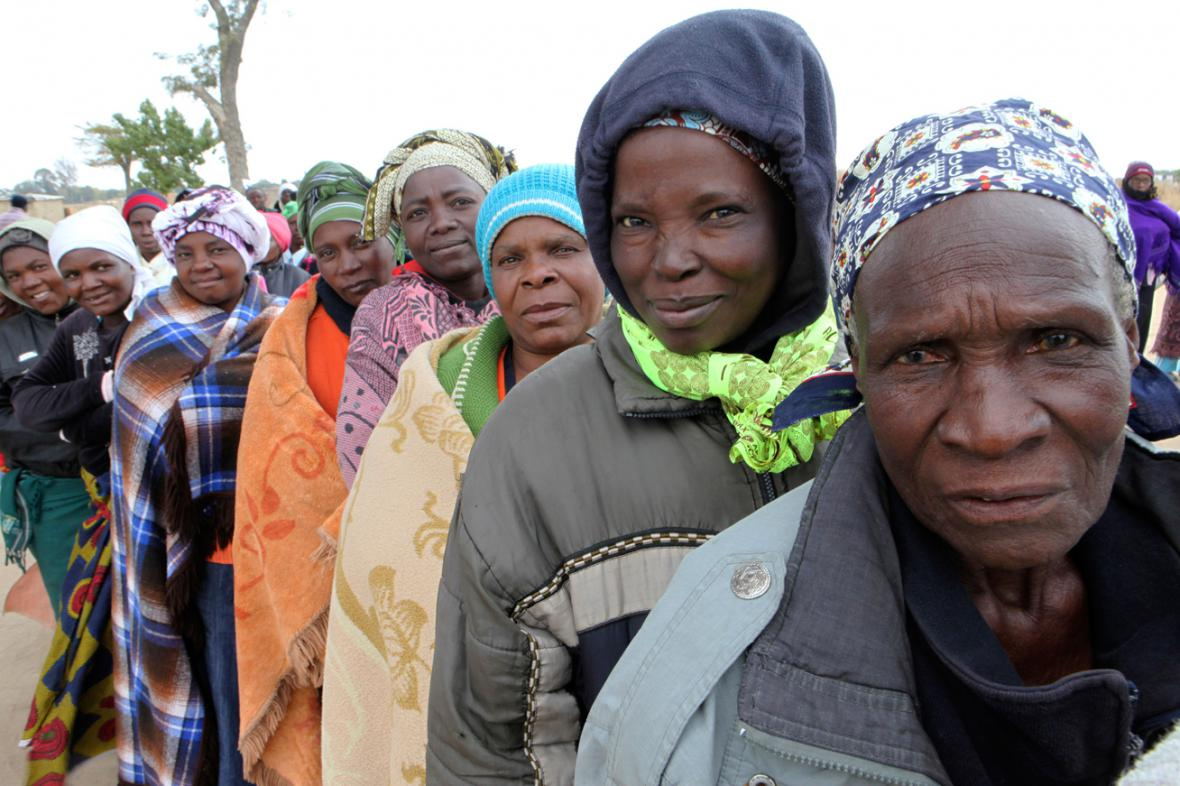 Fronta u volební místnosti v Zimbabwe