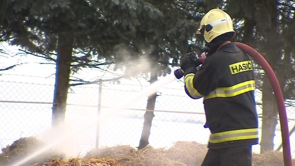 Požár likvidovali hasiči celou noc i dopoledne